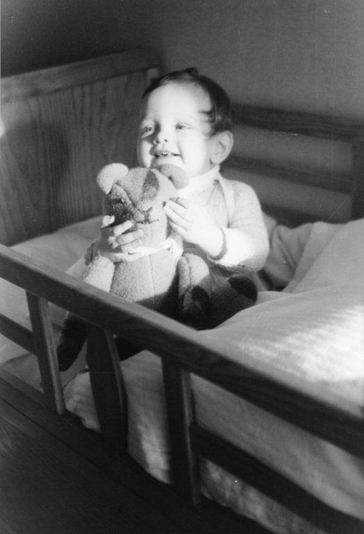 Urs im Kinderbett